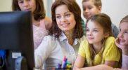 53107490-l-ducation-l-cole-primaire-l-apprentissage-la-technologie-et-les-gens-notion–groupe-d-enfants-de-l-